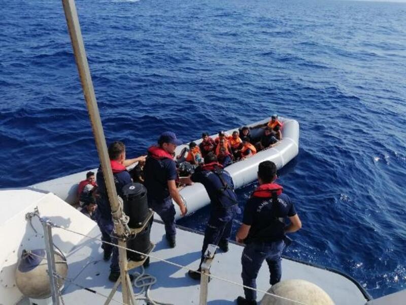 Bodrum'da lastik botta 44 kaçak göçmen yakalandı