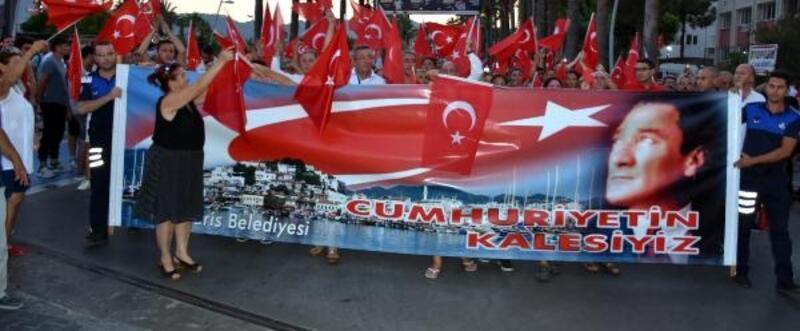 Marmaris'te 10 bin kişi zafer yürüyüşü yaptı