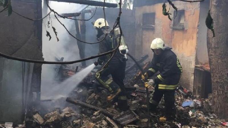 Ahşap evin odunluğunda korkutan yangın