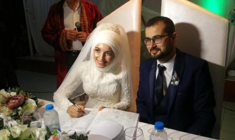 Öğretmen çiften anlamlı günde düğün