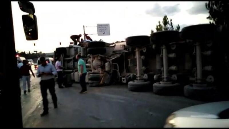 Arnavutköy'de hafriyat kamyonu kazası