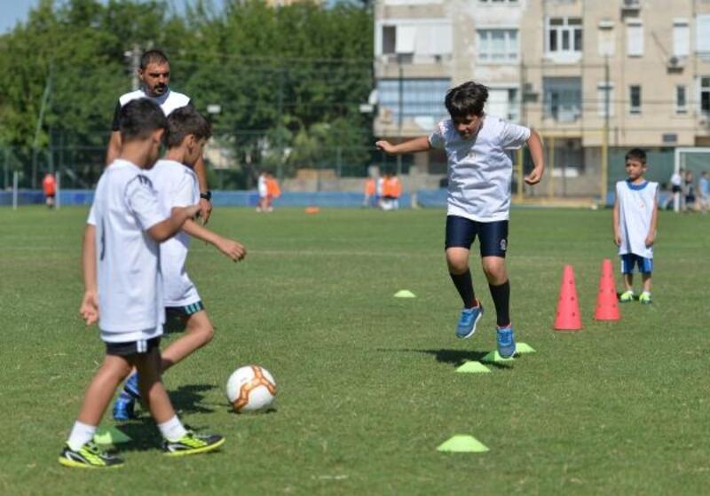 Muratpaşa'dan spor altyapısına destek