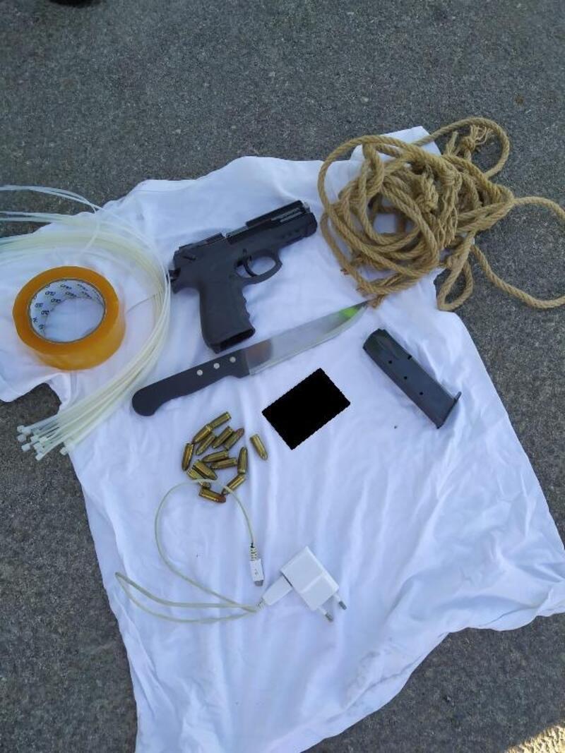 Eşi 'Öldürmeye geliyor' diye ihbar etti, otobüste tabanca ve bıçakla yakalandı