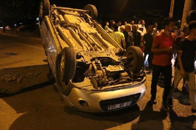 Adıyaman'da otomobil ile hafif ticari araç çarpıştı: 2 yaralı