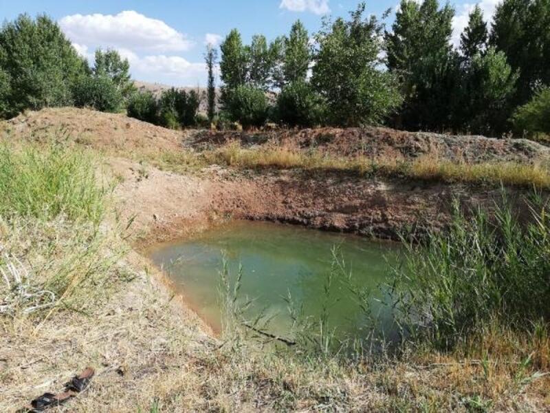 Su kuyusuna düşen çiftçiyi itfaiye kurtardı