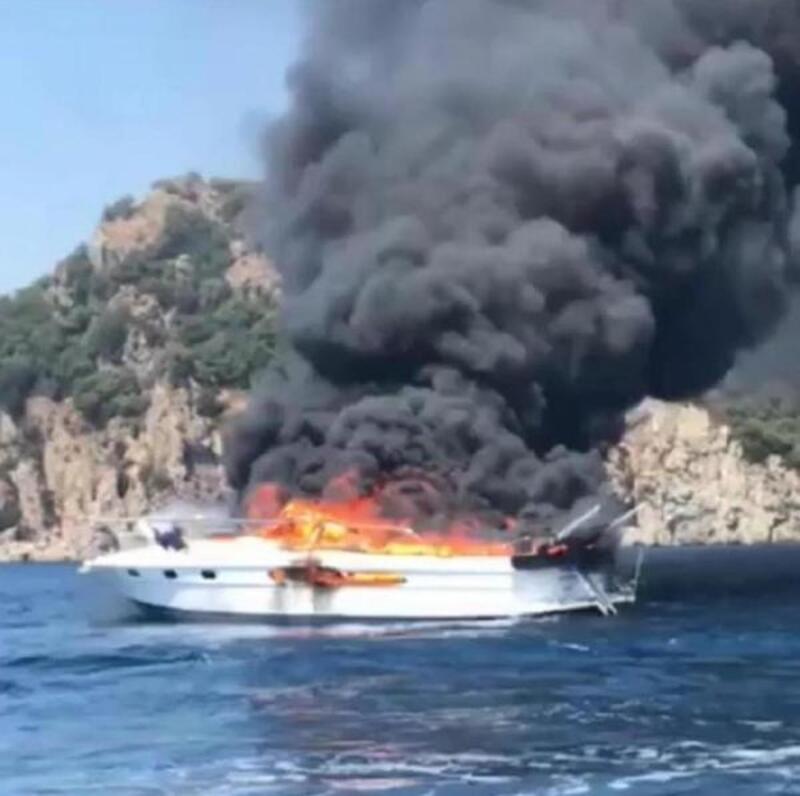 Marmaris'te yanan 10 metrelik tekne battı, 3 kişi kurtarıldı