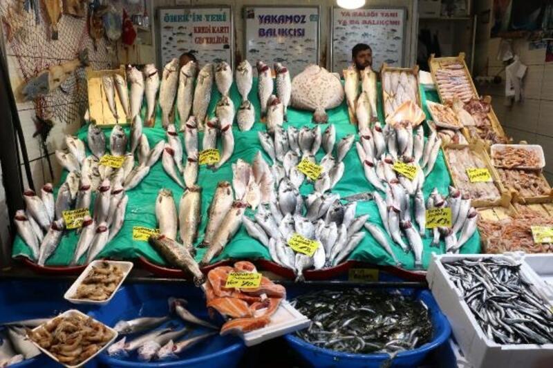 Av yasağı bitti İstanbul'da balık tezgahları şenlendi