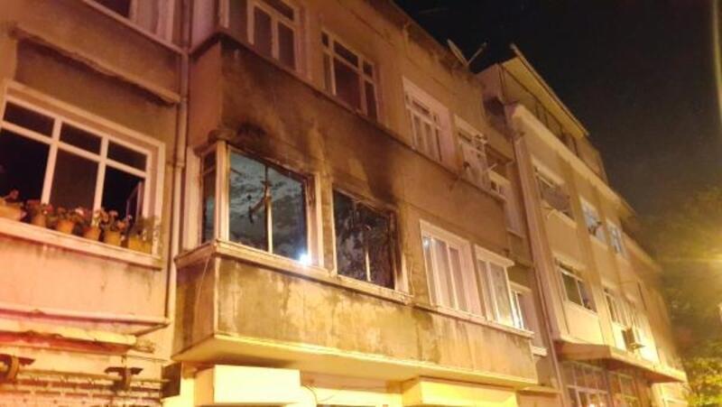 Yangın çıkan binada mahsur 7 kişiyi itfaiye kurtardı