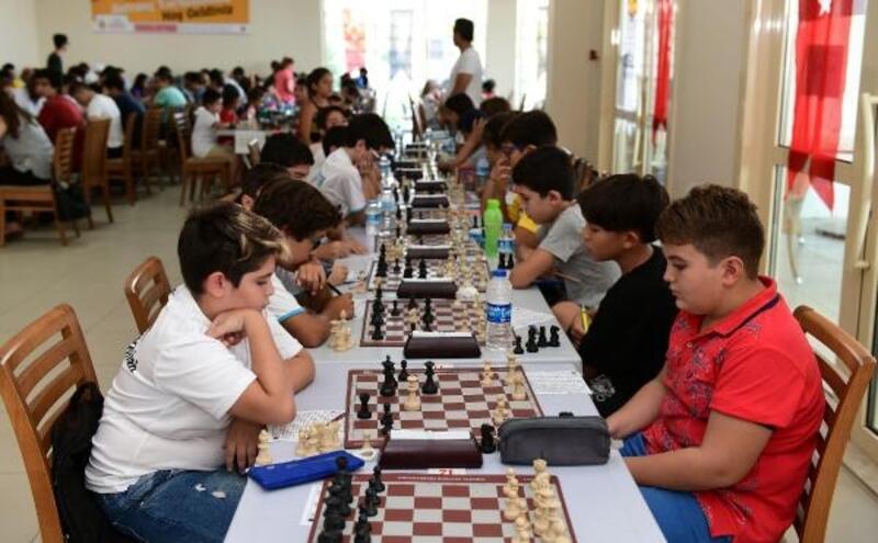 Satranç tutkunları Zafer Turnuvası'nda buluştu