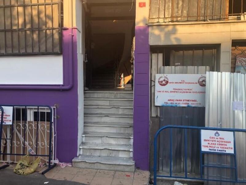 Fatih'te uyarılara rağmen mühürlenen binaya girdiler