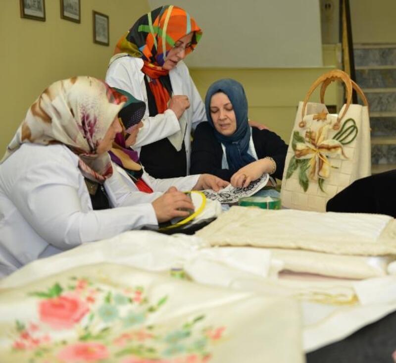 Kadınlar Osmanlı motiflerini öğreniyor