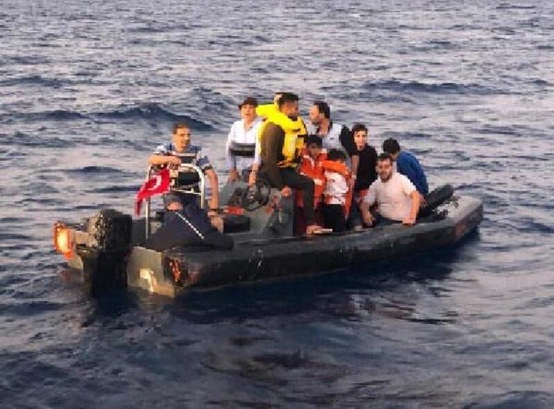 Çeşme'de 79 kaçak göçmen yakalandı