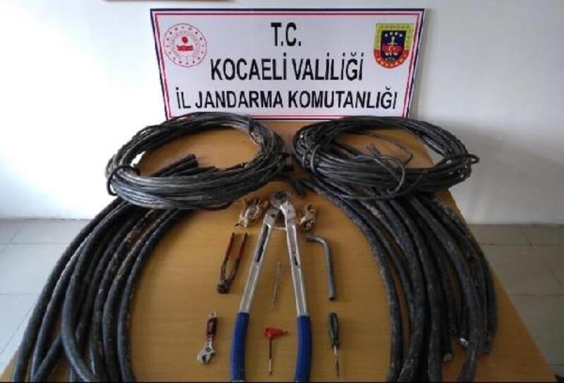 Çaldıkları kabloları satmak isterken yakalandılar