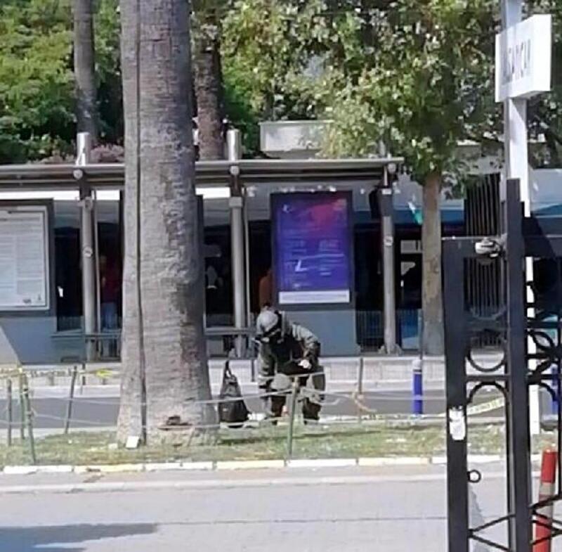 İzmir'de şüpheli çanta kontrollü patlatıldı