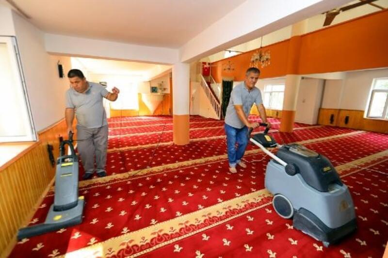 Manavgat'ta camilerde temizlik