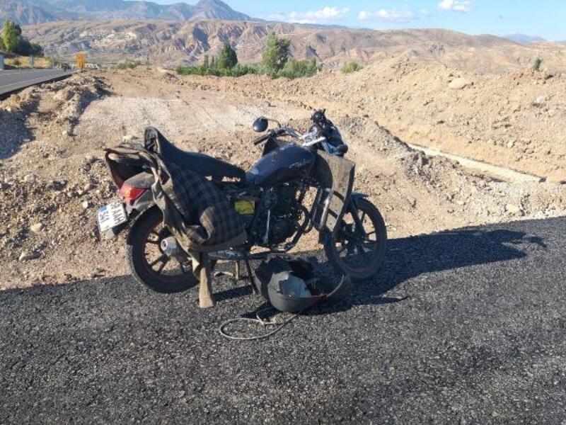 Suşehri'nde motosiklet sürücüsü kazada ağır yaralandı