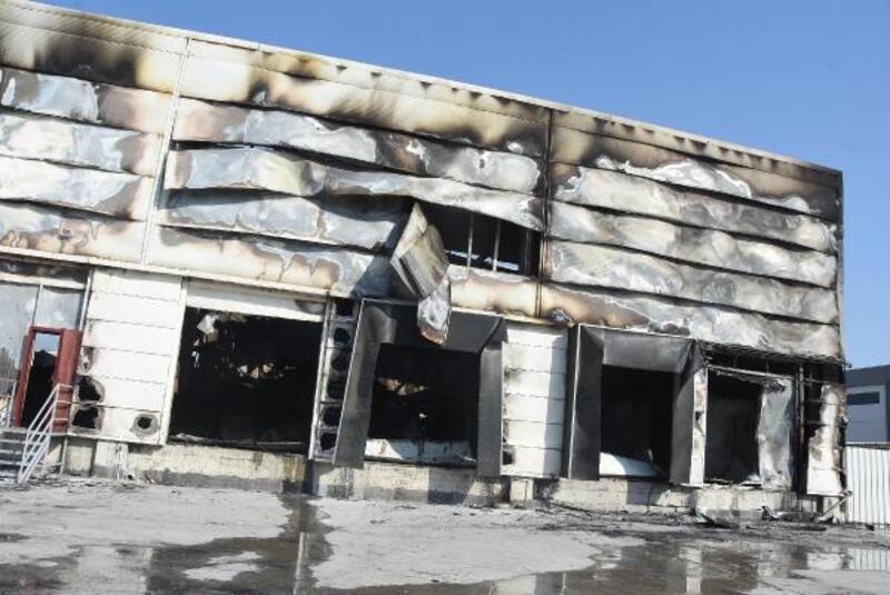 İzmir'de çıkan yangında 4 işletme zarar gördü