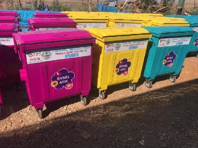 Turhal'da, çöp konteynerleri yenileniyor