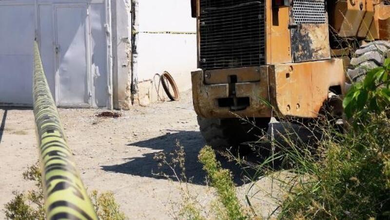 Yerinden fırlayan lastiğin başına çarptığı işçi öldü