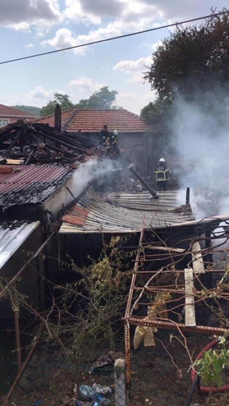Sobadan sıçrayan kıvılcımlar, evi yaktı
