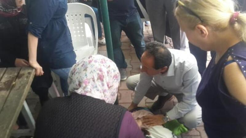 Sarası tutan genç kıza başkan yardımcısı ilk müdahaleyi yaptı