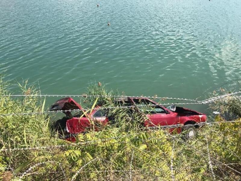 Otomobil gölete devrildi: 1 ölü, 1 yaralı
