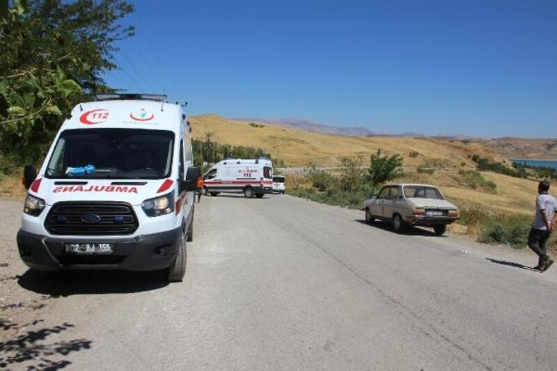 Otomobil, şarampole devrildi: 3 yaralı