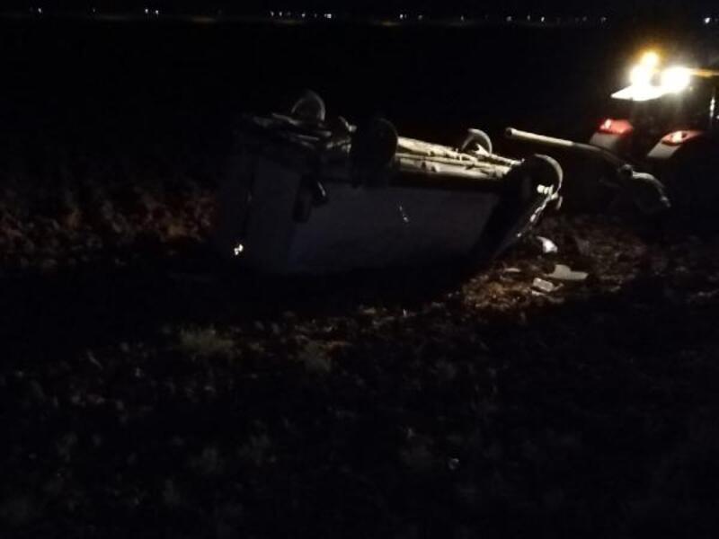 Lastiği patlayan minibüs, şarampole devrildi: 5 yaralı