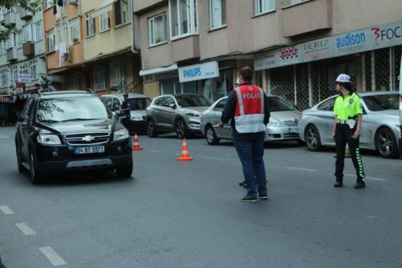 Beşiktaş'ta polis ekiplerinden okul önlerinde denetim