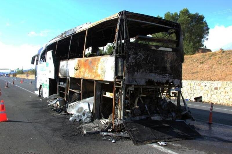 Sivas'ta seyir halindeki otobüs yandı