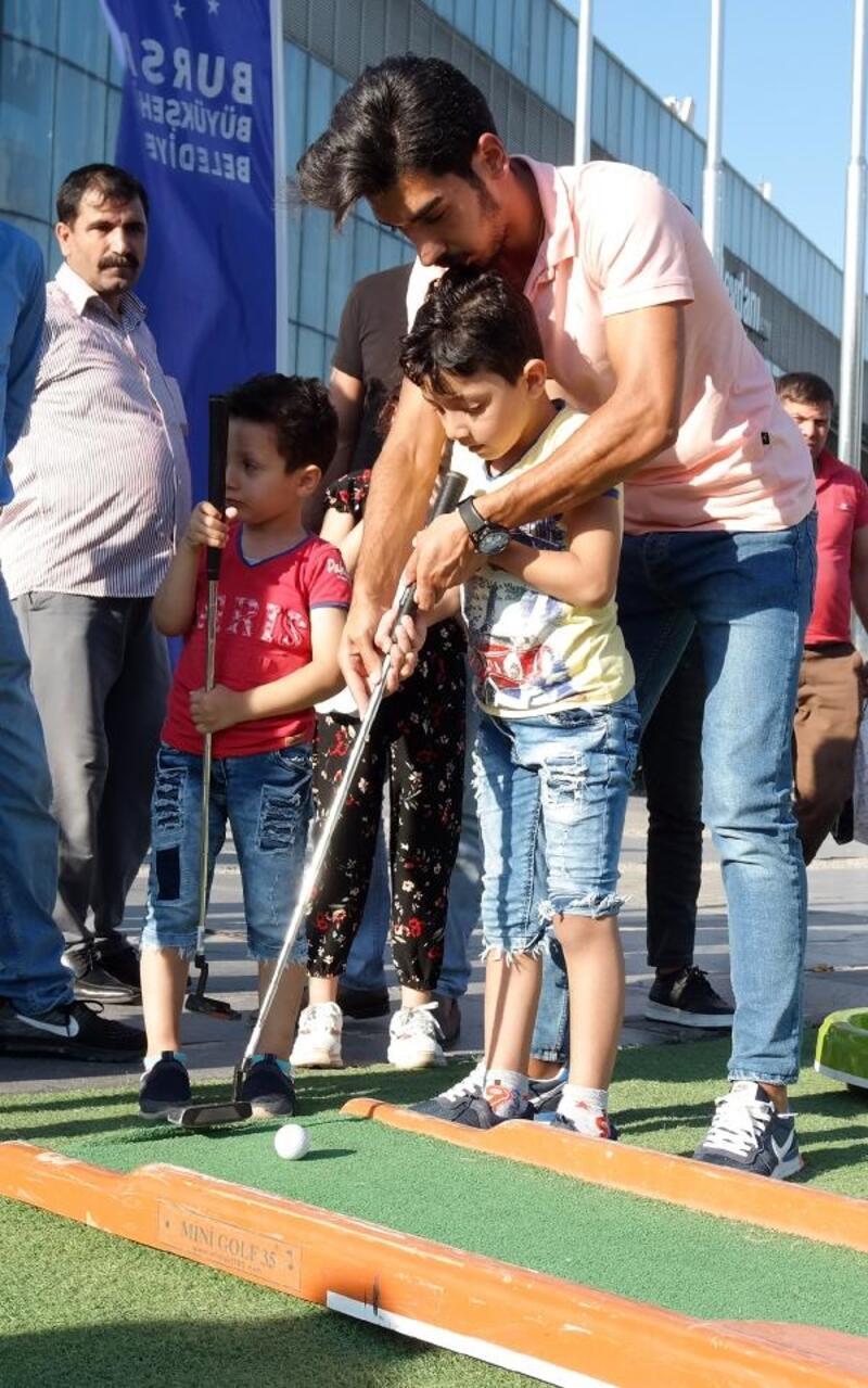 Bursa'da şehir merkezinde golf keyfi