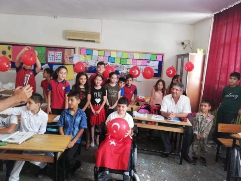 Mehmet artık akülü araba ile okula gidecek