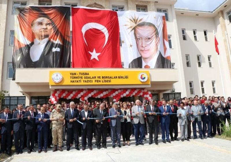 Cumhurbaşkanı Erdoğan, telekonferansla Van'daki lisenin açılışını yaptı