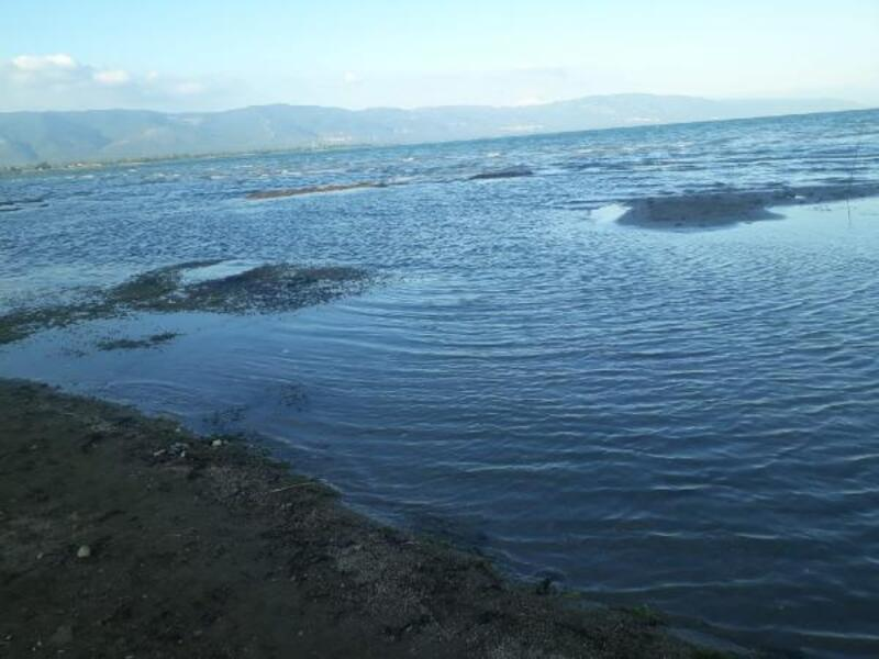 İznik Gölü'nde su çekilmesi nedeniyle adacıklar oluştu