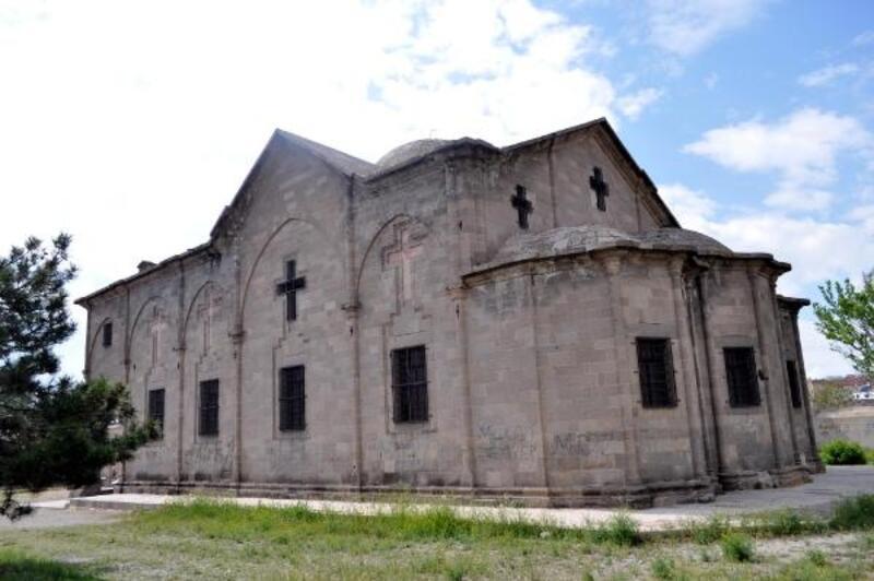 Kapadokya'nın en büyük kilisesi turizme kazandırılacak