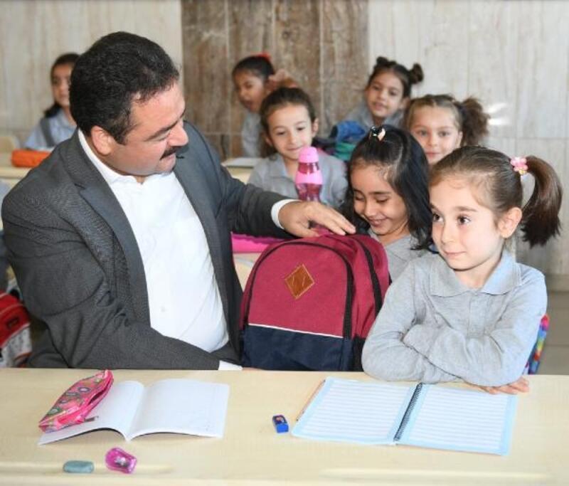 Elbistan Belediyesi'nden öğrencilere eğitim seti