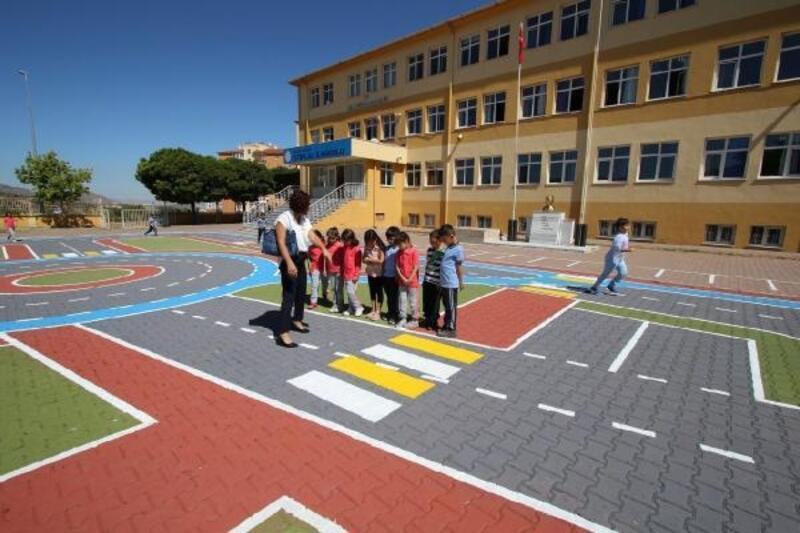 Hacılar Belediyesi'nden ilkokul öğrencilerine 'Trafik Eğitim Pisti'