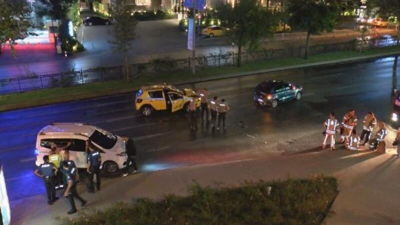 Geri geri giderek polisten kaçan otomobil kazaya sebep oldu: 1 yaralı