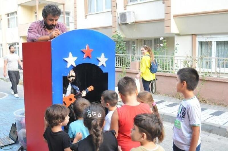 Lüleburgaz'da çocuklara sokakta kukla gösterisi