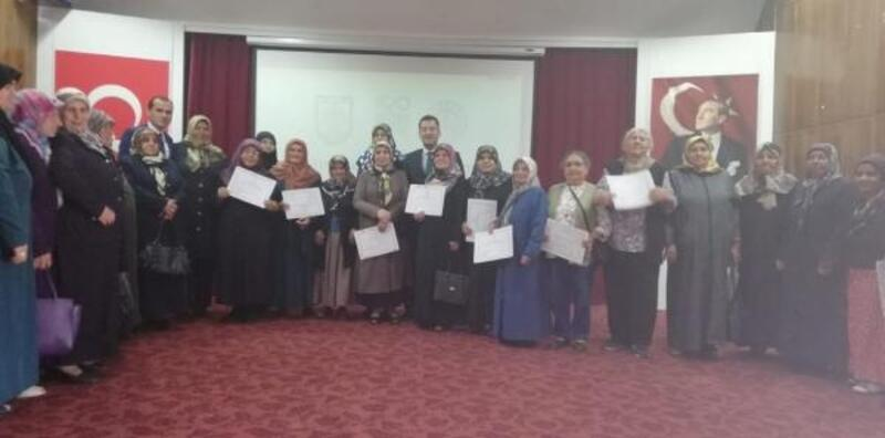 Sivas'ta okuma-yazma öğrenen 60 kursiyere sertifika