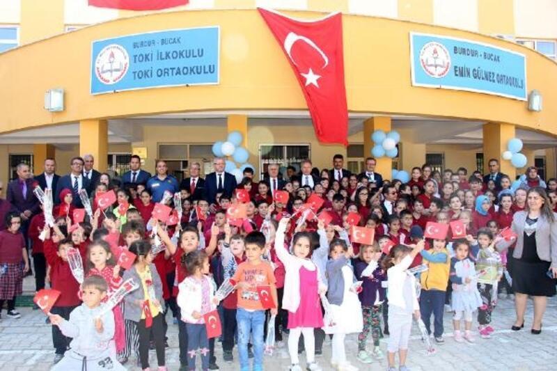 Bucak'ta İlköğretim Haftası töreni