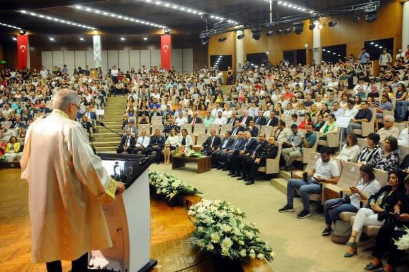 Çukurova Üniversitesi akademik yılı törenle başladı