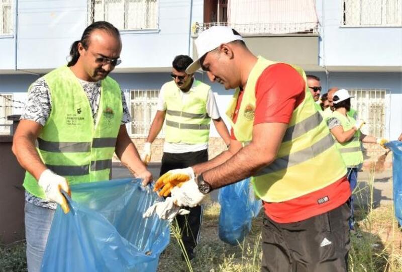 Başkan çevre temizliği yaptı, sağlık için yürüdü