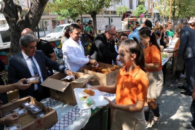 Keşan'da 8 bin öğrenciye aşure ikram edildi