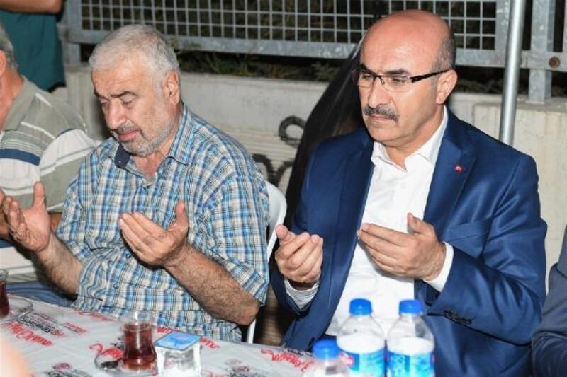 Vali Demirtaş, şehit Remzi Hatipoğlu'nun mevlidine katıldı