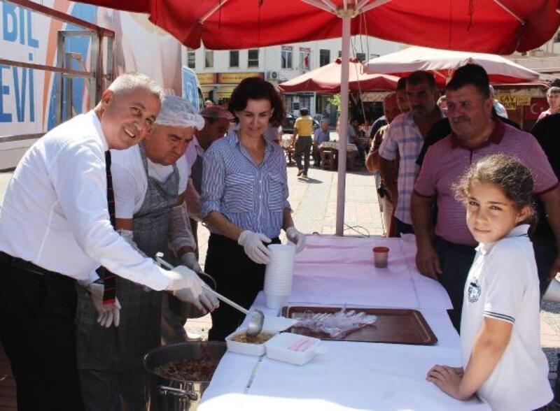 Büyükşehir'den Manavgat'ta aşure ikramı