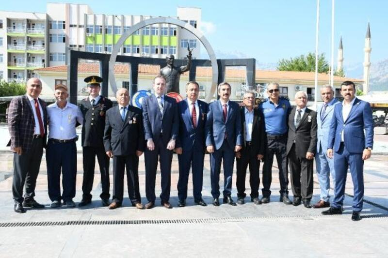 Kemer'de Gaziler Günü töreni