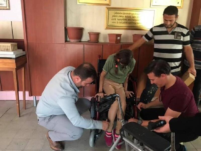Engelli Ecem Genç'e, akülü tekerlekli sandalye