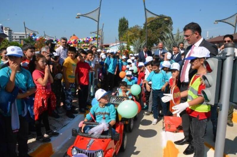 Tokat'ta ilkokul öğrencilerine trafik eğitimi