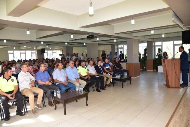 Manisa'da servis şoförleri ve rehber personeline eğitim semineri